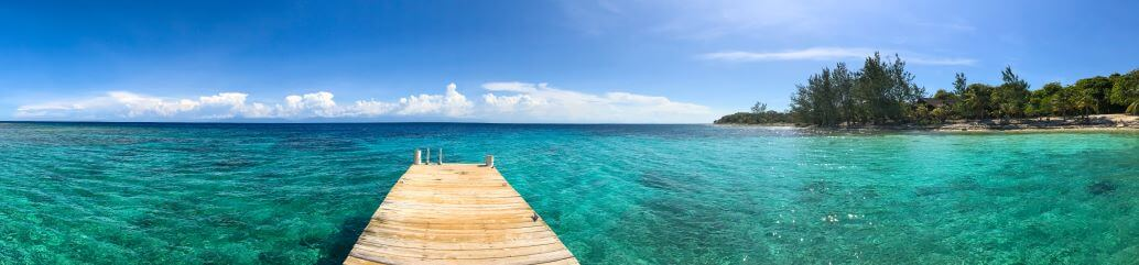 stunning Caribbean Island of Roatan in Honduras Bay